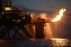 Fiammata dell'impianto di perforazione di gas immagini stock