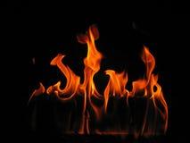 Fiamme che vengono da un fuoco di inizio attività Immagine Stock