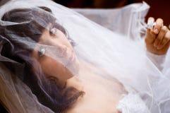 fiancee κάτω από το πέπλο στοκ φωτογραφία με δικαίωμα ελεύθερης χρήσης