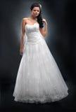 Fiancee in witte bruids kleding. Stock Afbeeldingen