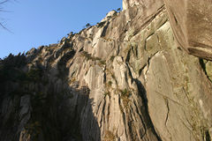 Fianco di una montagna roccioso Immagine Stock