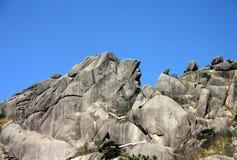 Fianco di una montagna roccioso Fotografia Stock