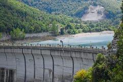Fiastra湖Sibillini山的堤堰 库存照片