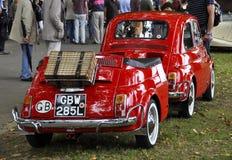 Fiat 500 avec sa remorque de Fiat 500 Images libres de droits