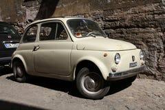 Fiat 500 en Roma Fotografía de archivo libre de regalías
