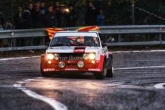 FIAT 131 ABARTH 1977 samlar den gamla tävlings- bilen Arkivfoto