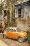 Fiat anaranjado viejo 500 Imágenes de archivo libres de regalías