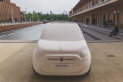 Fiat 500 auto in Expo 2015 in Milaan, Italië Stock Foto