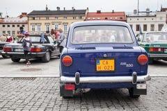Fiat 850, bakre sikt, retro designbil Utställning av tappningbilen Arkivfoto