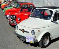 Fiat 500 bij de statische verzameling Oktoberfest in Victory Square in Genua Stock Foto's