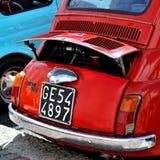 Fiat 500 bij de statische verzameling Oktoberfest in Victory Square in Genua Stock Afbeelding
