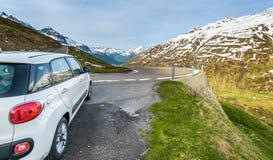 Fiat 500 bil på vägrenen Royaltyfria Bilder