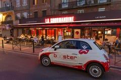 Fiat 500 con la pubblicità fotografia stock libera da diritti