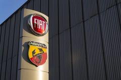 Fiat en Abarth-bedrijfembleem op het handel drijven die op 20 Januari, 2017 in Praag, Tsjechische republiek voortbouwen Royalty-vrije Stock Foto