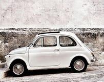 Fiat 500 en Ostuni fotografía de archivo