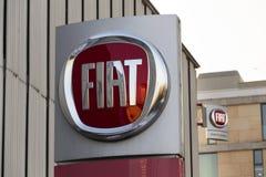 Fiat-Groep bedrijfembleem op het handel drijven die op 20 Januari, 2017 in Praag, Tsjechische republiek voortbouwen Stock Foto's