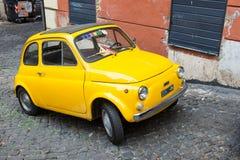Fiat 500 i Rome, Italien Arkivfoton