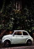 Fiat 500 i Trastevere arkivbild
