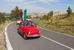 Fiat 500 met Italiaanse vlag Royalty-vrije Stock Foto's