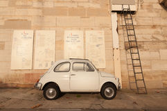 Fiat 500 in Paris Stockfotos