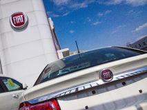 FIAT samochody dla sprzedaży w sala wystawowej Obraz Stock