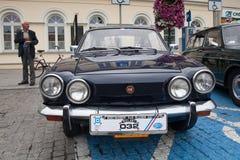 Fiat sport 750, främre sikt, retro designbil Utställning av vint Arkivbilder