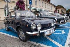 Fiat sport 750, sidosikt, retro designbil Utställning av vintaen Royaltyfria Bilder