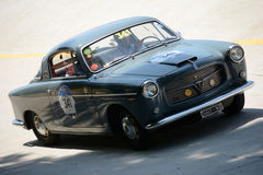 1955 Fiat 1100/103 TV Coupé in Mille Miglia Stock Afbeeldingen