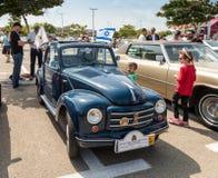 Fiat viejo Topolino 1949 en una exposición de los coches del vintage parqueó cerca de la alameda grande de Regba Fotos de archivo libres de regalías