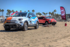 Fiat 2016 500x na praia Imagens de Stock Royalty Free