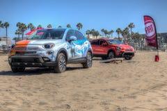 Fiat 2016 500x sur la plage Images libres de droits
