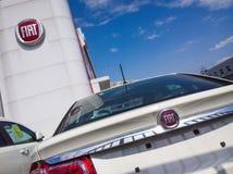 FIATS-Autos für Verkauf im Ausstellungsraum Stockbild