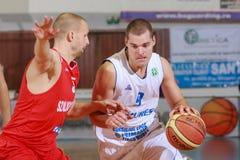 [FIBA Eurochallenge] ДО РОЖДЕСТВА ХРИСТОВА Mures - Szolnoki Olaj стоковая фотография rf