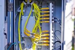 Fibra óptica en la caja de la terminación de la fibra foto de archivo