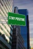 Ficar positivo contra a opinião de baixo ângulo dos arranha-céus imagem de stock royalty free