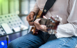 Ficelle de recourbement de guitariste de jazz Image stock