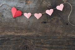 Ficelle des coeurs d'origami de jour du ` s de Valentine Image libre de droits