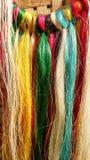 Ficelles colorées de bananier textile pour tisser Philippines Photo stock