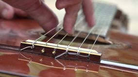 Ficelles de guitare acoustique banque de vidéos