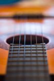 Ficelles de guitare acoustique Photographie stock libre de droits