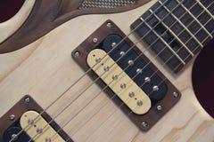 Ficelles et le cou d'une guitare électrique Photographie stock libre de droits