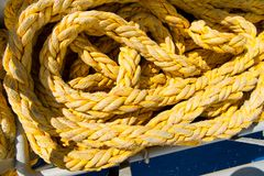 Ficelles jaunes des fils longtemps tordus dans Philipsburg, Sint Maarten Photo libre de droits