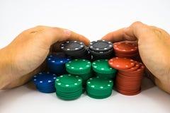 Fichas de póker con la mano Fotografía de archivo libre de regalías