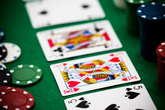 Fichas de póker y tarjetas Foto de archivo