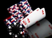 Fichas de póker y tarjetas Imágenes de archivo libres de regalías