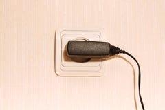 Fiche de mur avec un câble Photo libre de droits