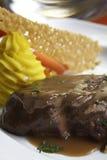 Fichero de la carne de vaca con la salsa marrón Foto de archivo