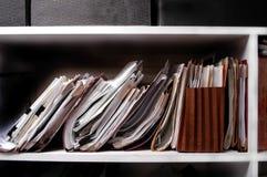 Ficheros en estante Imágenes de archivo libres de regalías