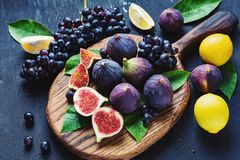 Fichi, uva e limoni Immagine Stock