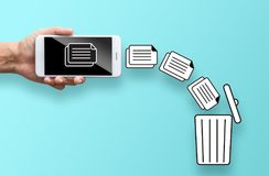 Fichier de données de jet de main d'affaires du mobile à trash photos libres de droits